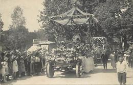 - Allier -ref-C777- Vichy - Carte Photo Defilé Voitures Fleuries  Fête à Identifier - Fêtes - Phot.scharlowsky - - Vichy
