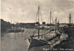 Noventa Di Piave (Italie, Veneto) : CU Di 2 Barche Porta Alberi Porto Sul Fiume En 1957 (animé) GF. - Other Cities