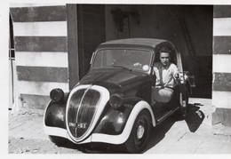 FO- 00380- FOTO ORIGINALE -  RAGAZZO ALLA GUIDA DI UNA FIAT TOPOLINO BICOLORE -   CM. 9 X 6 - Cars