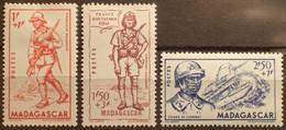 R2452/501 - 1941 - COLONIES FR. - MADAGASCAR - N°226 à 228 NEUFS* - Unused Stamps