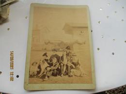 Lot 2 Photo Famille Sur Plage Parasol Et Famille Devant Porte A Situer - Anonyme Personen