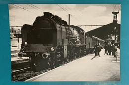 Locomotive SNCF 141 E Ou F - Photo Train Gare Brive - Années 1960 - France Sud Ouest Limousin Corrèze 19 Loc Loco Vapeur - Trains