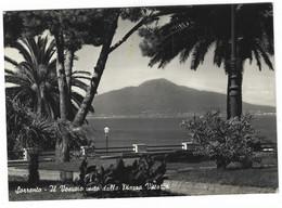 9294 - SORRENTO NAPOLI IL VESUVIO VISTO DALLA PIAZZA VITTORIA 1957 - Andere Steden
