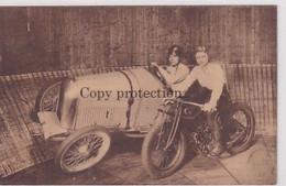 Miss Mad Gray & J.Klinger On Their Oldtimr Automobiles And Motos - Adv.Belgian Oil         (A-310-201013) - Voitures De Tourisme