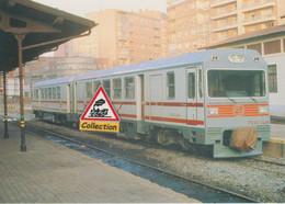 Automoteur FEVE 2466 Pour Voie Métrique, En Gare De Leon (Espagne) - - Bahnhöfe Mit Zügen
