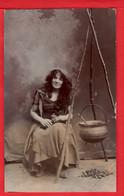 WITCH AND CAULDRON  SAUCIERE ET CHAUDRON   RP   Pu 1906 - Fotografie