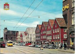 CPSM. NORVEGE. BERGEN. OLD WAREHOUSES FROM THE HANSEATIC DAYS. VOITURES, TRAM. - Noruega