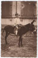 CARTE PHOTO : JEUNE DEMOISELLE JUCHEE SUR UN JOLI PETIT ANE - EDIT. ? SAINT GAUDENS - SALIES DU SALAT EN 1928 - 2 SCANS - Asino