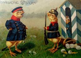CPA POUSSINS Humanisés SOLDAT ALLEMAND RENDEZ VOUS GALANT SURPRIS PAR OFFICIER . 1909 . DRESSED CHICKS . GERMAN SOLDIERS - Dressed Animals