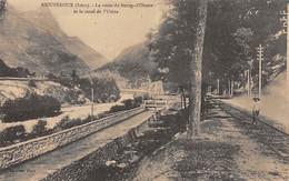 RIOUPEROUX - La Route Du Bourg D'Oisans Et Le Canal De L'Usine - Très Bon état - Otros Municipios