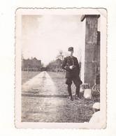 PHOTO FORMAT 9 X 6 GENDARME  AVRIL 1940  VOIR VERSO - Persone Anonimi