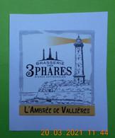 1  ETIQUETTE De BIERE  BRASSERIE DES  3 PHARES  A ROYAN   L'AMBREE   ( Adhésive Sur Feuille)) - Bier