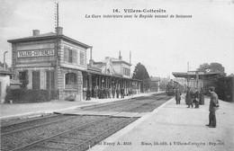 VILLERS COTTERETS - La Gare Intérieure Avec Le Rapide Venant De Soissons - Villers Cotterets