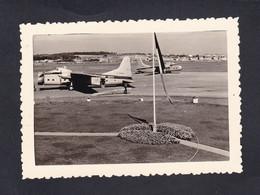 Photo Originale Vintage Snapshot Aerodrome Le Touquet Paris Plage Avion Cie Silver City Aeroport Airport    46050 - Aviation