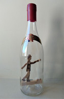 - RARE - Ancienne Bouteille Pour L'eau De Vie Avec Un Personnage En Bois à L'intérieur. Un Bouliste - Art Populaire - - Other Bottles