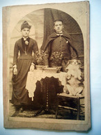 PHOTO GRAND CDV 19 EME HOMME ET FEMME ET LEUR CHIEN QUI FAIT LE BEAU SUR SA CHAISE - Old (before 1900)