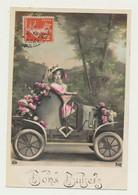 Carte Fantaisie Fille Dans Voiture Fleurs.....bons Baisers - Passenger Cars