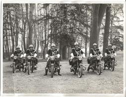 PHOTO ORIGINALE 18 X 24 Cm - GENDARMERIE - BRIGADE MOTORISÉE - MOTARD - GENDARME - TENUE DE CÉRÉMONIE FOURRAGERE - Guerra, Militari