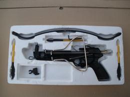 PISTOLET ARBALETTE 80 LIVRES NEUVE + 24 FLECHES SOUS BLISTER - Armas De Colección