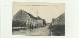 77 - VAREDDES - La Rue Principale Et L'entrée Du Pays Par Route De May Animé Bon état - Otros Municipios