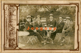 Photo Mens And Boy In Suit And Hat Drinking Beer In Bar Outdoor Rosario Argentina 1921 - Anonymous Persons