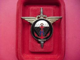6° Régiment De Parachutistes D'Infanterie De Marine  ( DRAGO  En Résine ) - Hueste