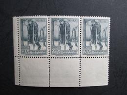 Nr 220 - MNH**- Strook Van Drie Met Bladboord - Oorlogsinvaliden - Kwot 22.50 - Ongebruikt