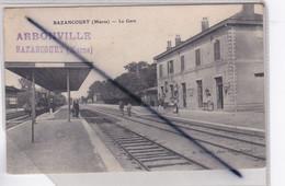 Bazancourt (51)  La Gare Avec Train Et Personnages .Cachet Arbonville Bazancourt. - Bazancourt