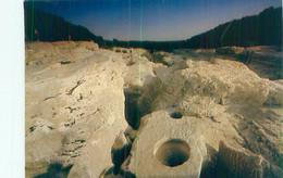 Cpsm -  Laroque Sur Ceze Et Ses Marmites De Géants     B403 - Andere Gemeenten