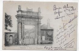(RECTO / VERSO) SOISSONS EN 1902 - PORTE DE L' ARQUEBUSE - BEAU CACHET ET TIMBRE - PLI ANGLE BAS A DROITE CPA PRECURSEUR - Soissons