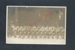 ILITARIA CARTE PHOTO MILITAIRE GROUPE DE SOLDATS AVEC TAMBOURS ECRITE DE GÉRARDMER 1913 DU SOLDAT A CROSSAT : - Personaggi