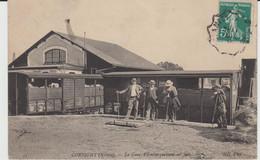 CORBIGNY (58) - La Gare, L'embarquement Est Fait - Bon état - Corbigny