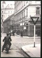 Fotografie Ansicht Wien, Motorradfahrer An Neuem Stopschild In Der Beatrixgasse Ecke Landstrasser-Hauptstrasse - Places