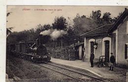 LEUGNY  L'arrivée Du Train En GARE - Otros Municipios