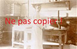 PHOTO ALLEMANDE - INFIRMIER AU LAZARETT  DE DOUAI NORD - GUERRE 1914 1918 - 1914-18