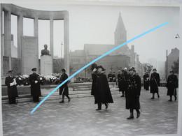 Photox2 ETTERBEEK Bruxelles Brussel Monument Louis Schmidt Police Policier Cortège 1er Novembre Politie - Lugares
