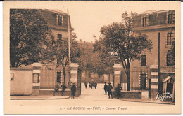 Cpa La Roche-sur-Yon / Caserne Travot ( Negus Jehly-Poupin). - La Roche Sur Yon
