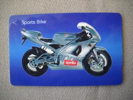 6905 Télécarte Collection  MOTO APRILIA  SPORTS BIKE  (scans Recto Verso)  Carte Téléphonique Singapour - Moto