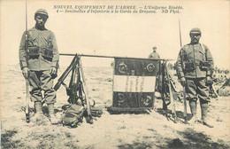 DRAPEAU DU 106° REGIMENT D'INFANTERIE - POILUS PORTANT LE NOUVEL UNIFORME RESEDA - Guerra 1914-18