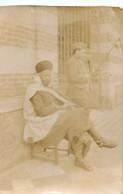 FERE EN TARDENOIS PLANTON A LA PORTE DU GL DE DIVISION MAROCAINE  PHOTO ORIGINALE 6.50 X 4 CM - Oorlog, Militair