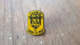 PINS  SPORT  JUDO  COMBS LA VILLE - Judo
