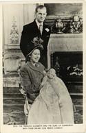 T R H THE PRINCESS ELIZABETH AND THE DUKE OF EDINBURG WITH THEIR INFANT SON PRINCE CHARLES RBV TUCK - Koninklijke Families