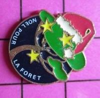 915c Pin's Pins / Beau Et Rare / THEME : NOEL / BONNET ROUGE NOEL POUR LA FORET Marie T'a Rien Demandé !!! - Natale