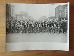 Cyclisme - Photo Presse : Départ D'une Course Amateure En France Dans L'après Guerre - Cycling