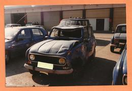 PHOTO ORIGINALE - ACCIDENT DE VOITURE RENAULT 4L DE GENDARMERIE - R4 R 4 - CRASH CAR - Automobili