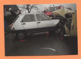 PHOTO ORIGINALE - ACCIDENT DE VOITURE - RENAULT 5 CONTRE RENAULT 4L - R4 R 4 - CRASH CAR - Automobili