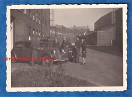 Photo Ancienne Snapshot - HAMBURG - Mission Militaire à Identifier - 1946 - Soldat Homme Femme Citroen Traction WW2 - Guerra, Militari
