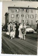 Snapshot Puits Thibaud St Etienne 60s Citroen DS Rue à Identifier Groupe Famille Maison Communion - Luoghi