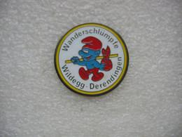 Pin's  Wanderschlümpfe Wildegg - Derendingen.  Schtroumpf - Fumetti