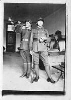 PHOTO 9 X 6,5 Cms FORBACH-57-Moselle -10 ème Régiment ? Militaire Français Tenue Casque Clairon-fusil - Guerra, Militares